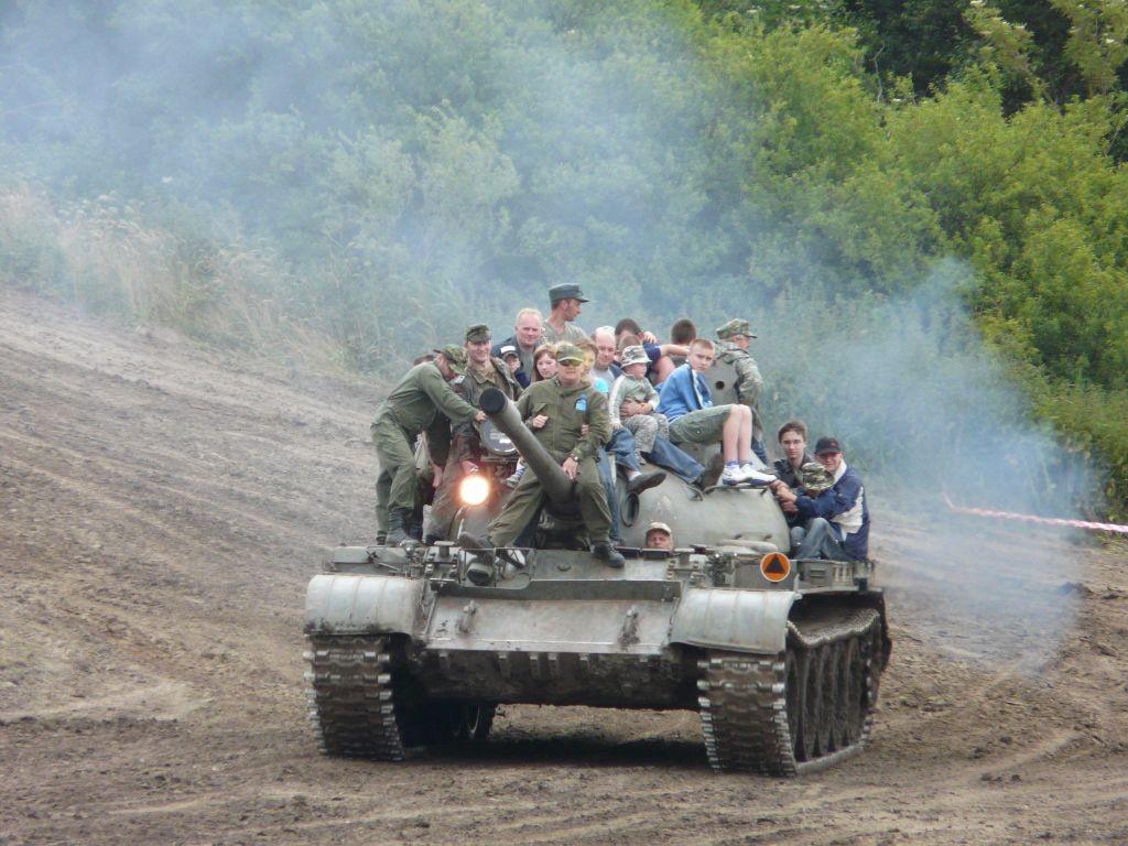X Zlot Historycznych Pojazdów Wojskowych, pierwszy który odwiedziłem. Jest to bez wątpienia jedna z większych tego typu imprez w kraju.