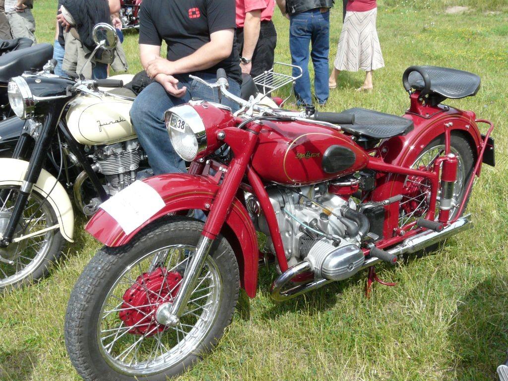 VII Wystawa Pojazdów Zabytkowych w Tucholi jak co roku cieszyła się wielkim zainteresowaniem lokalnych miłośników dawnej motoryzacji.
